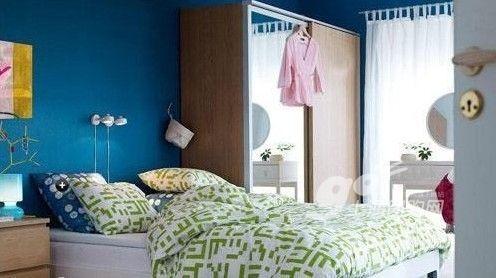 蓝色卧室背景墙 享受夏日清凉睡眠时光资讯生活